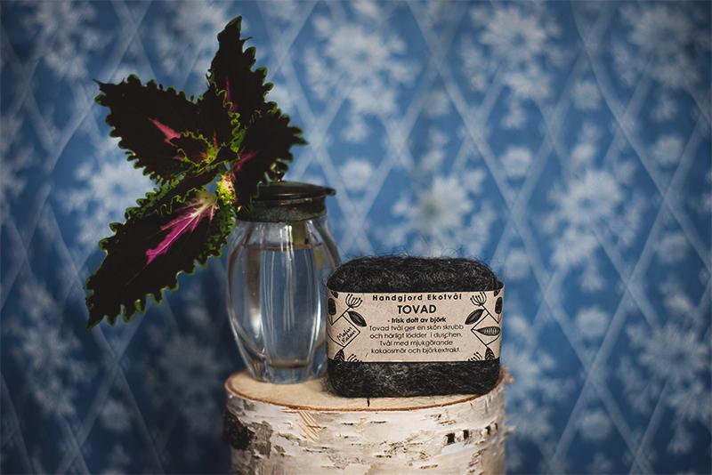 En stickling eller någon hushållsprodukt från din lokala småföretagare är ett bra present-tips!